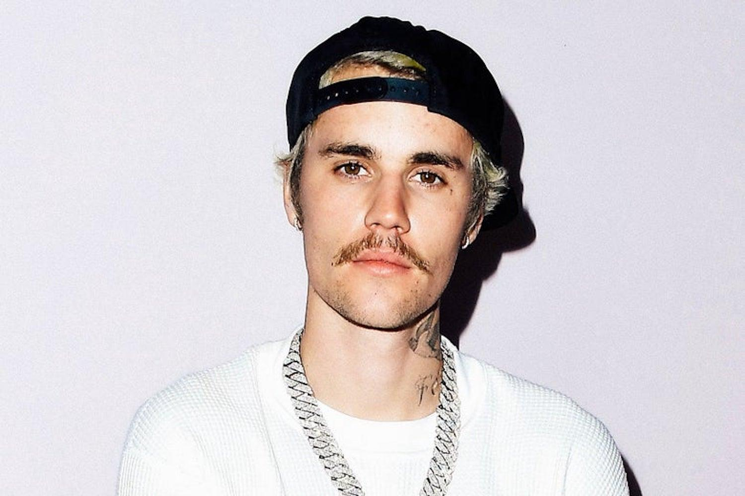 Justin Bieber Dances To Drake's 'Toosie Slide' While Holding His Baby Sister, Bay, 1!