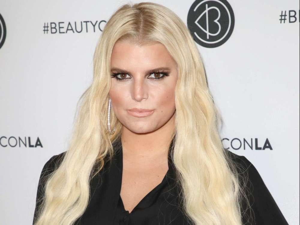 Jessica Simpson Accuses Vogue Writer Of Body-Shaming Her