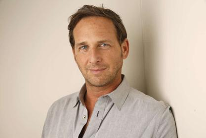 Josh Lucas' Ex-Wife Says He Cheated On Her On Twitter