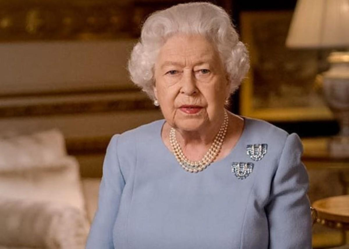 Is Queen Elizabeth Preparing To Step Down? Is She Handing Over Her Throne?