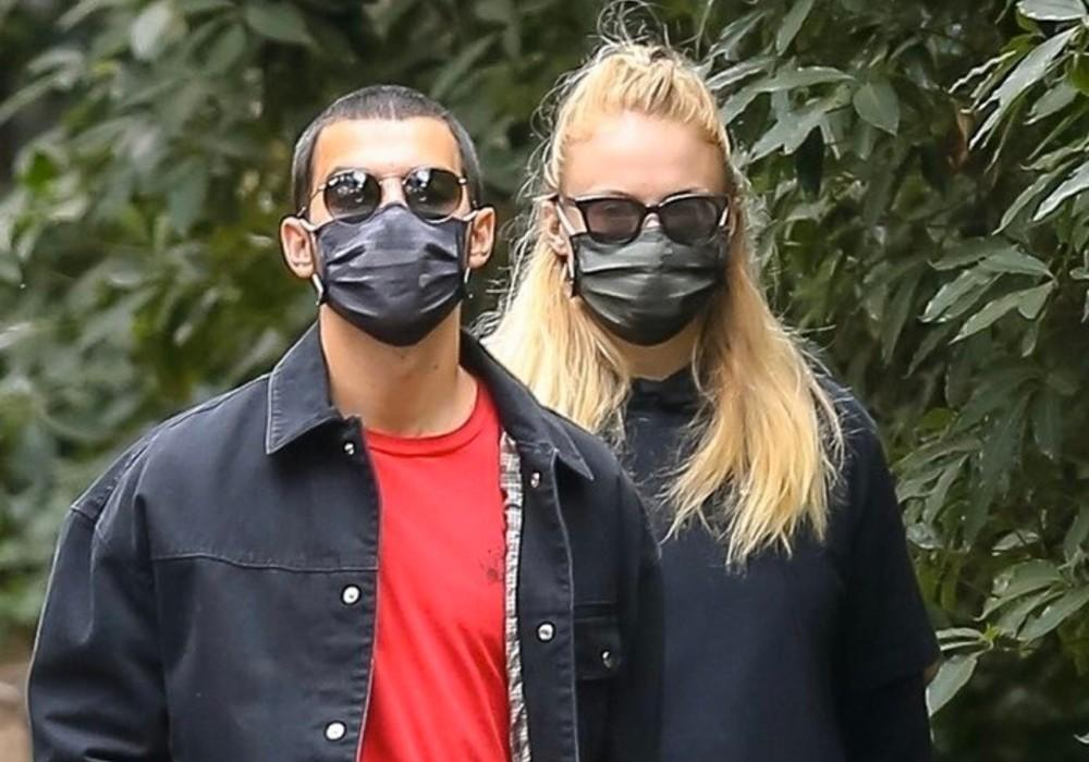 Sophie Turner Shows Off Her Growing Baby Bump During Stroll With Joe Jonas