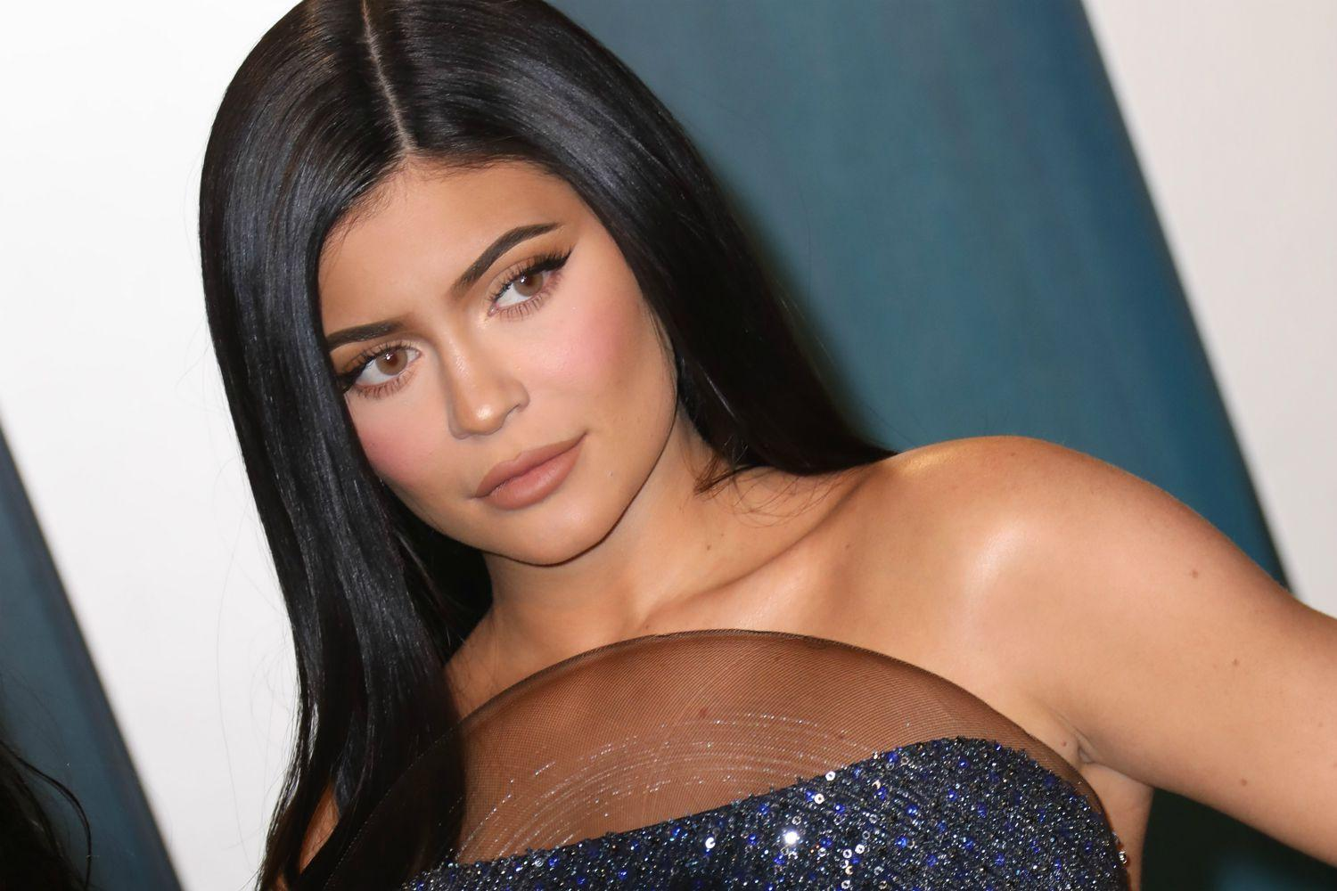 Kylie Jenner Says That Someone She Knows Well Is Infected With COVID-19 During KUWK Trailer!