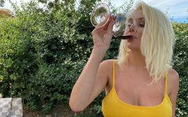 Courtney Stodden Says She Got Drunk At A Winery As She Showcases Her Curves In Skimpy Bathing Suit