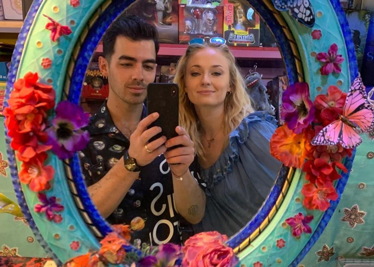 Sophie Turner Puts Her Baby Bump On Display During Outing With Joe Jonas