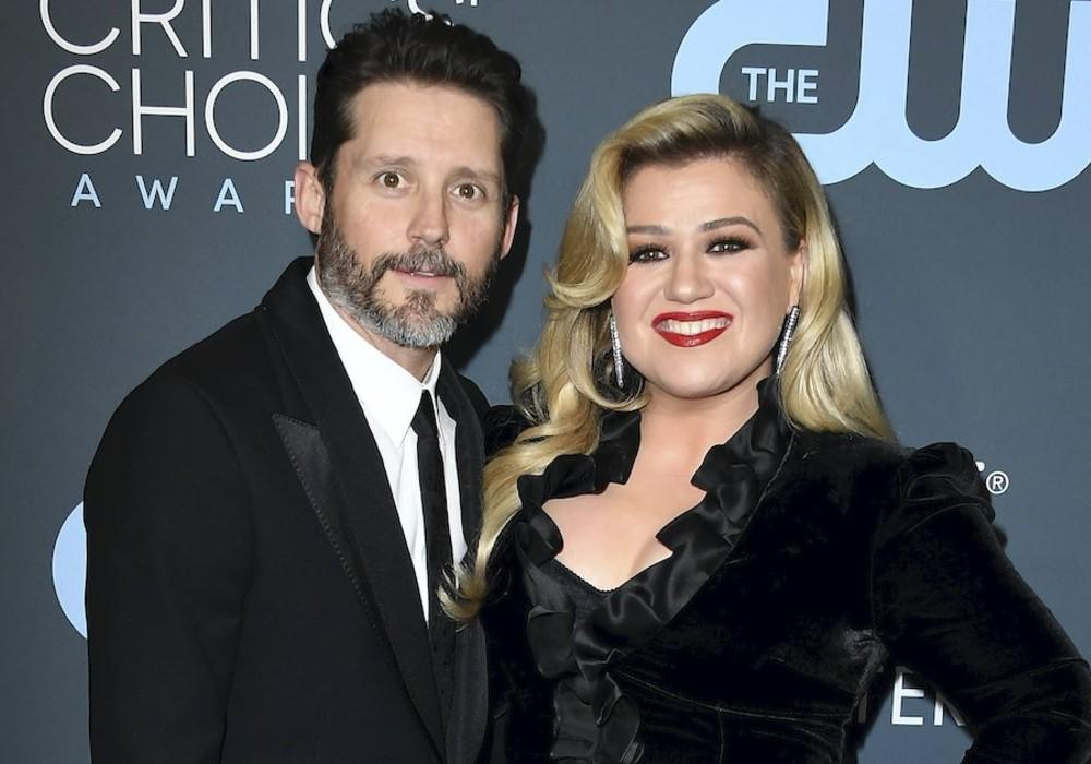Kelly Clarkson Spotted Sans Wedding Ring For The First Time After Filing For Divorce From Brandon Blackstock
