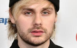 Michael Clifford From 5SOS Apologizes After Offensive Old Tweets Resurface