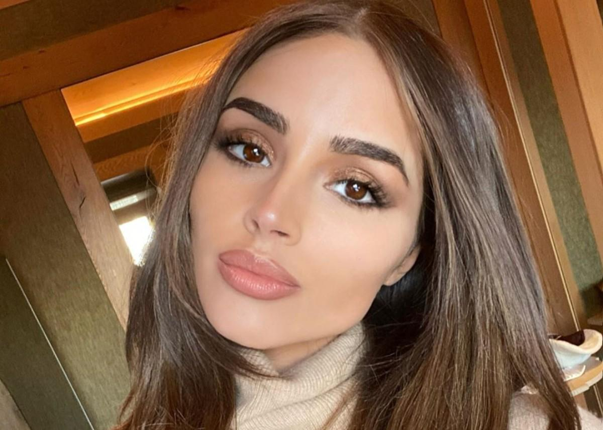 Olivia Culpo Shows Off Her Sensational Figure In Crop Top And Jacquemus