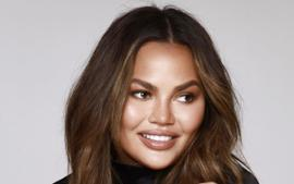Chrissy Teigen Poses Topless As She Vacations In Mexico With John Legend And Their Children Luna And Miles