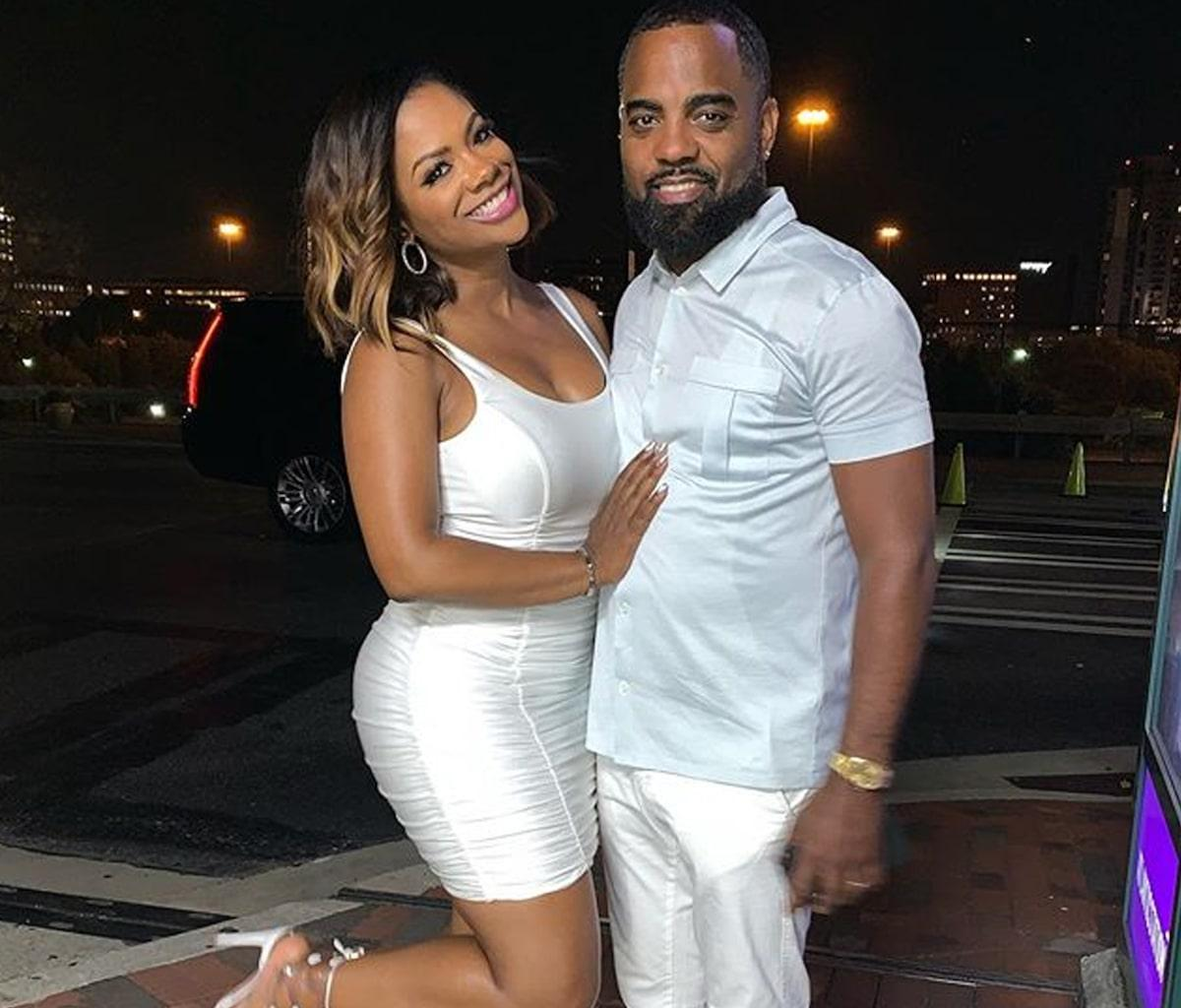 Kandi Burruss Looks Amazing In This Skin-Tight Outfit
