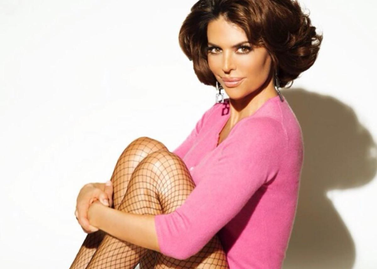 Lisa Rinna Drops Her Clothes For Her 57th Birthday