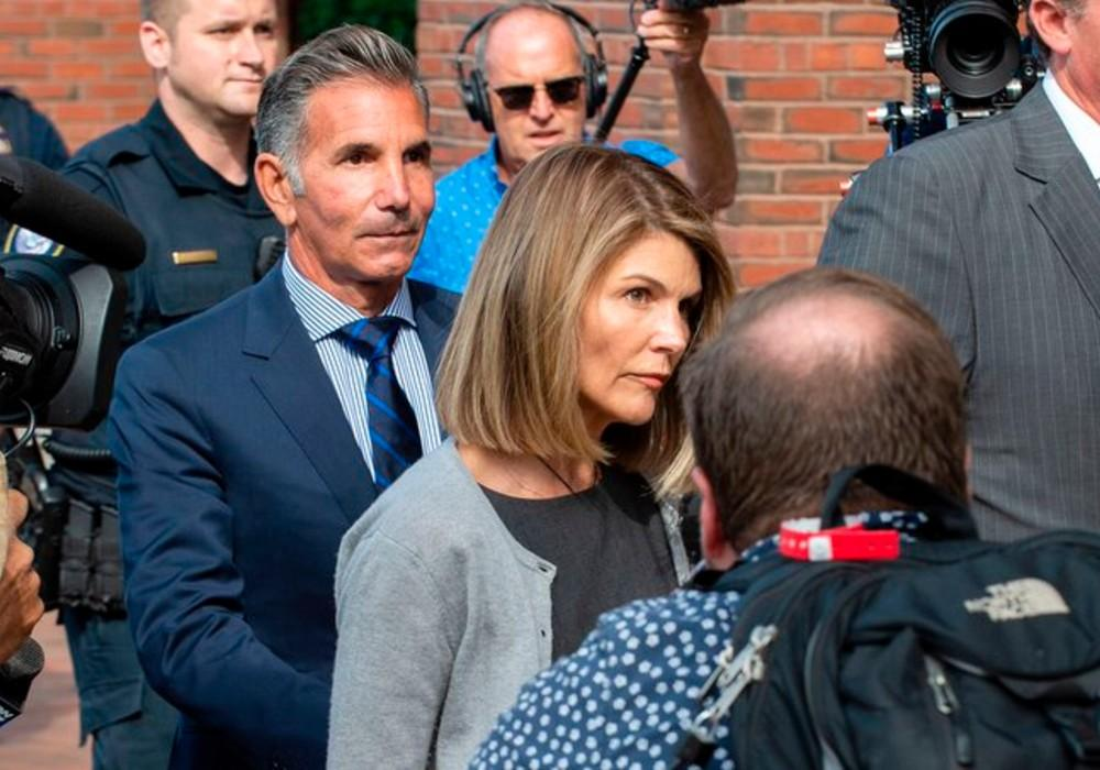 Lori Loughlin & Mossimo Giannulli Reportedly Sell Their Bel-Air Mansion Ahead Of Their Sentencing In The Varsity Blues College Admissions Scandal