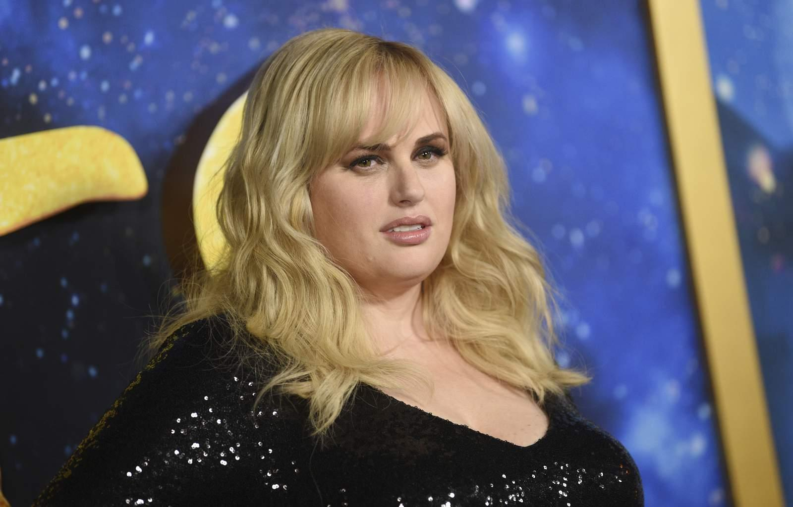 Rebel Wilson Shows Off Her Weight Loss In Stunning All Black Outfit!