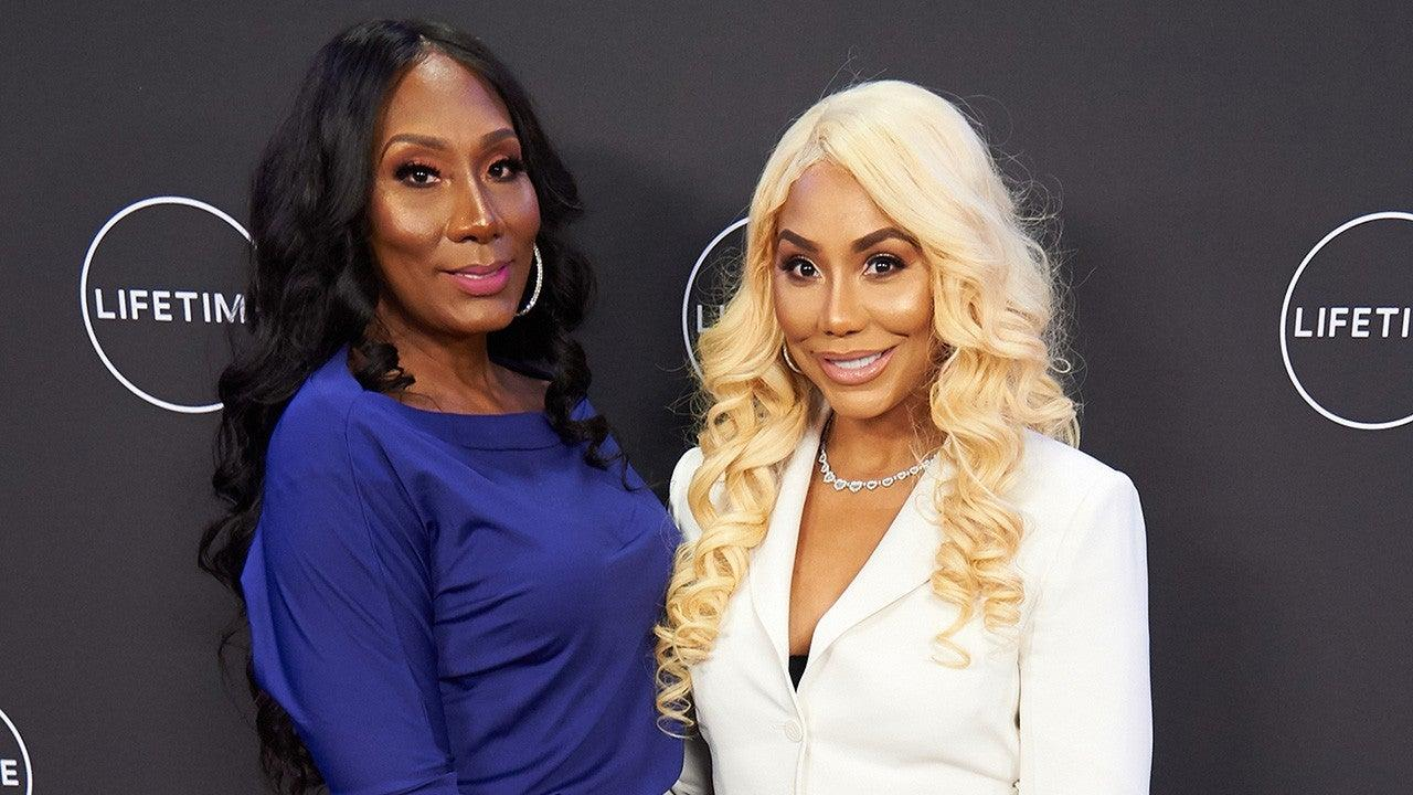 Towanda Braxton Poses With Tamar Braxton And Their Sisters To Show Them Love