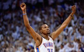 Kevin Durant Beats Rapper Drake In 1-On-1 Basketball Game