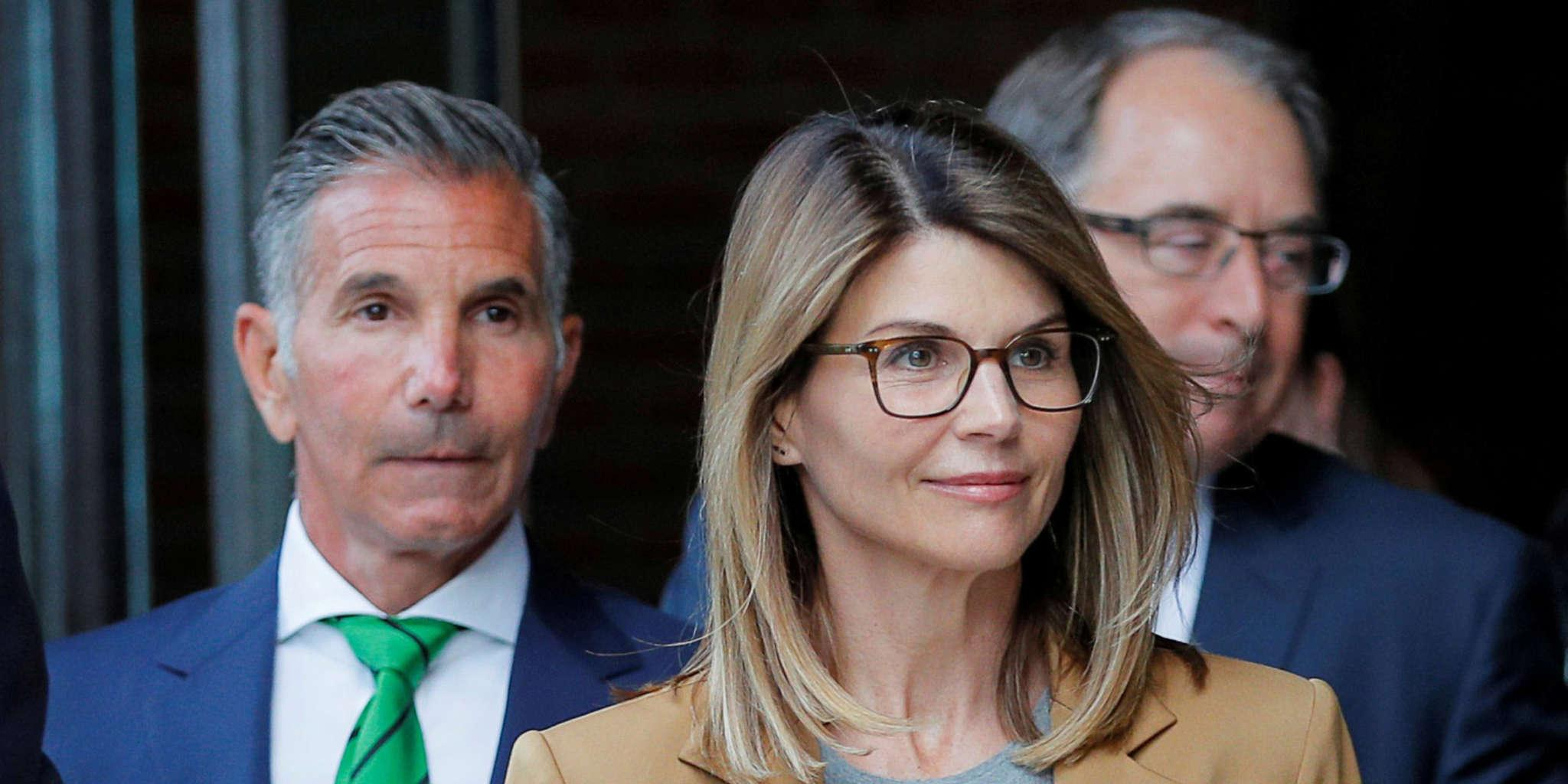 Lori Loughlin And Mossimo Giannulli - Lawyer Says They Can Serve Their Time Consecutively, Talks Special For Stars Treatment And More!