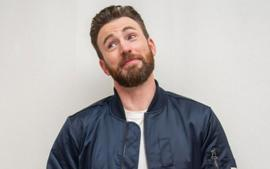 Chris Evans Breaks His Silence On That Private Pic He Leaked By Accident - Uses The Incident In The Best Way!