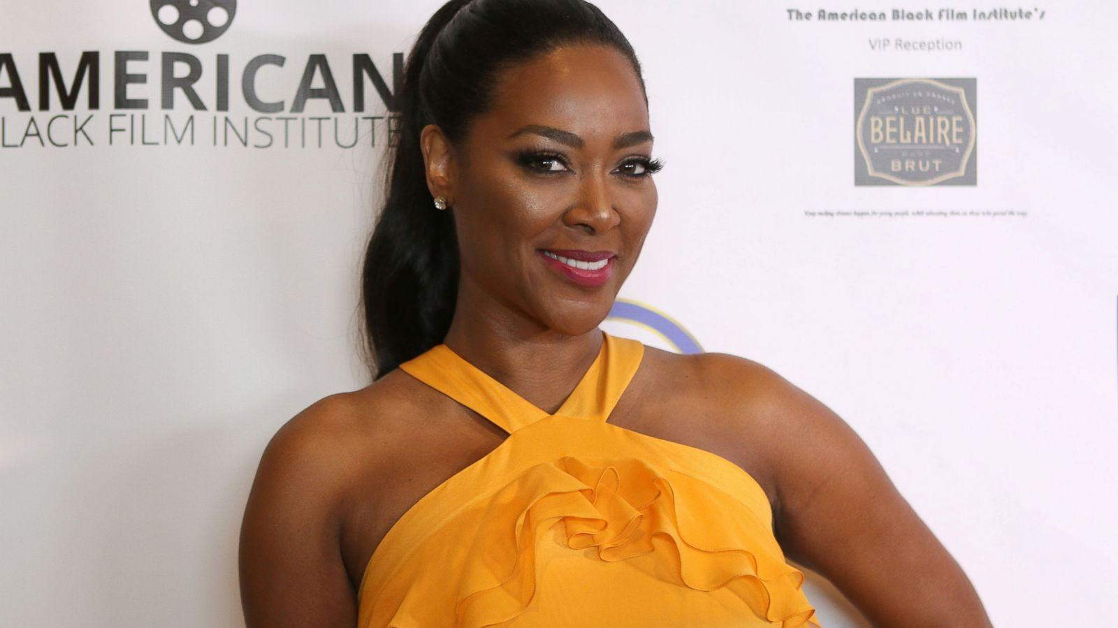 Kenya Moore Looks Amazing In This Blue Outfit - Check Out The Latest Pics