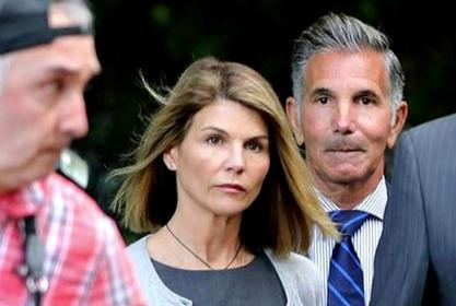 Lori Loughlin's Friends And 'Fuller House' Co-Stars Reportedly Concerned About Her As She Gets Ready For Jail Sentence - Here's Why!