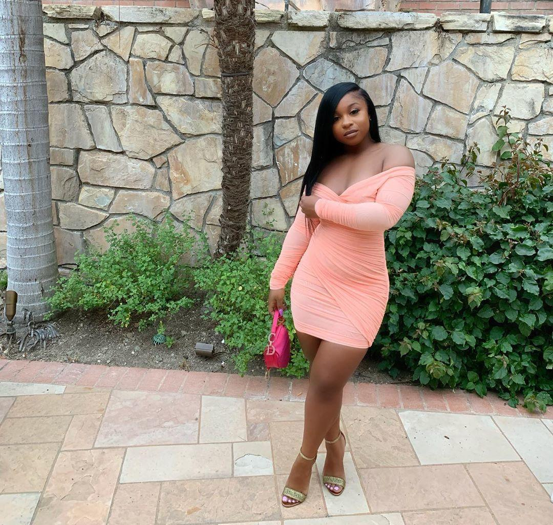 Reginae Carter Is Showing Off Her Toned Body In Black Lingerie And Fans Cannot Have Enough Of Her