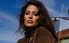 Ashley Graham Strips Her Clothes For Empowering Birthday Suit Selfie