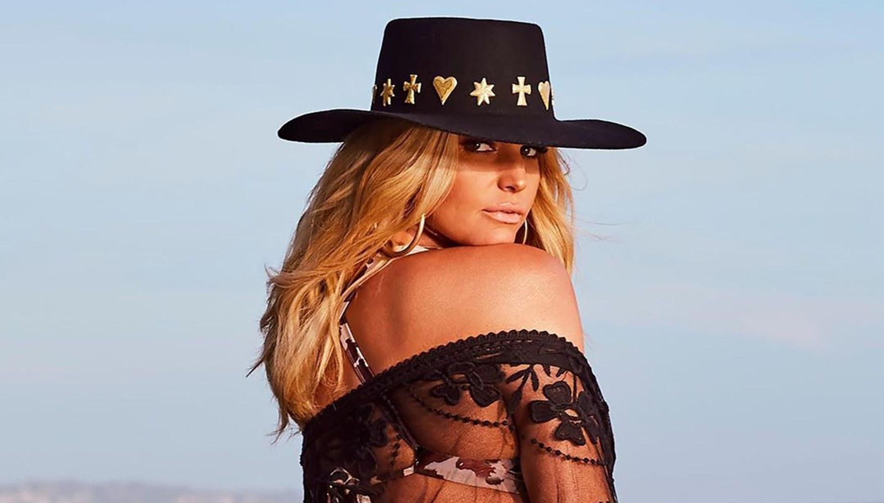 Jessica Simpson Drops Pants Requirement For Bodysuit Photo From Quarantine Date