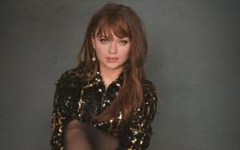 Joey King With Bangs And Long Hair Is The Perfect Example Of Hairstyles For Round-Shaped Faces