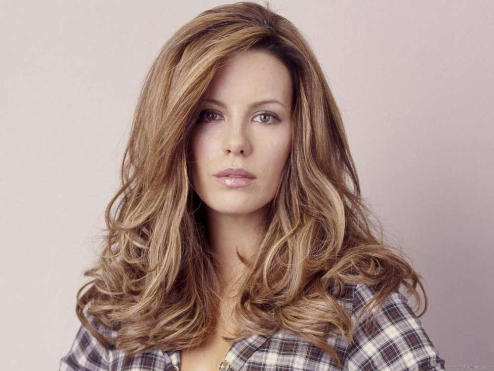 Kate Beckinsale Reveals Her Own Story Of Miscarriage Following Chrissy Teigen And John Legend's Loss