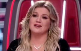 Kelly Clarkson Is Gorgeous In Dundas Sequined Jumpsuit On The Voice