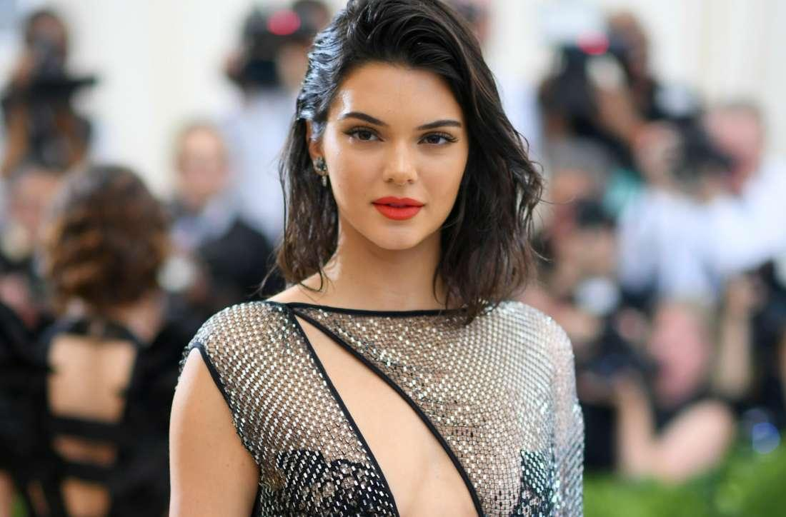 Kendall Jenner Switches It Up With Blonde Hair Extensions