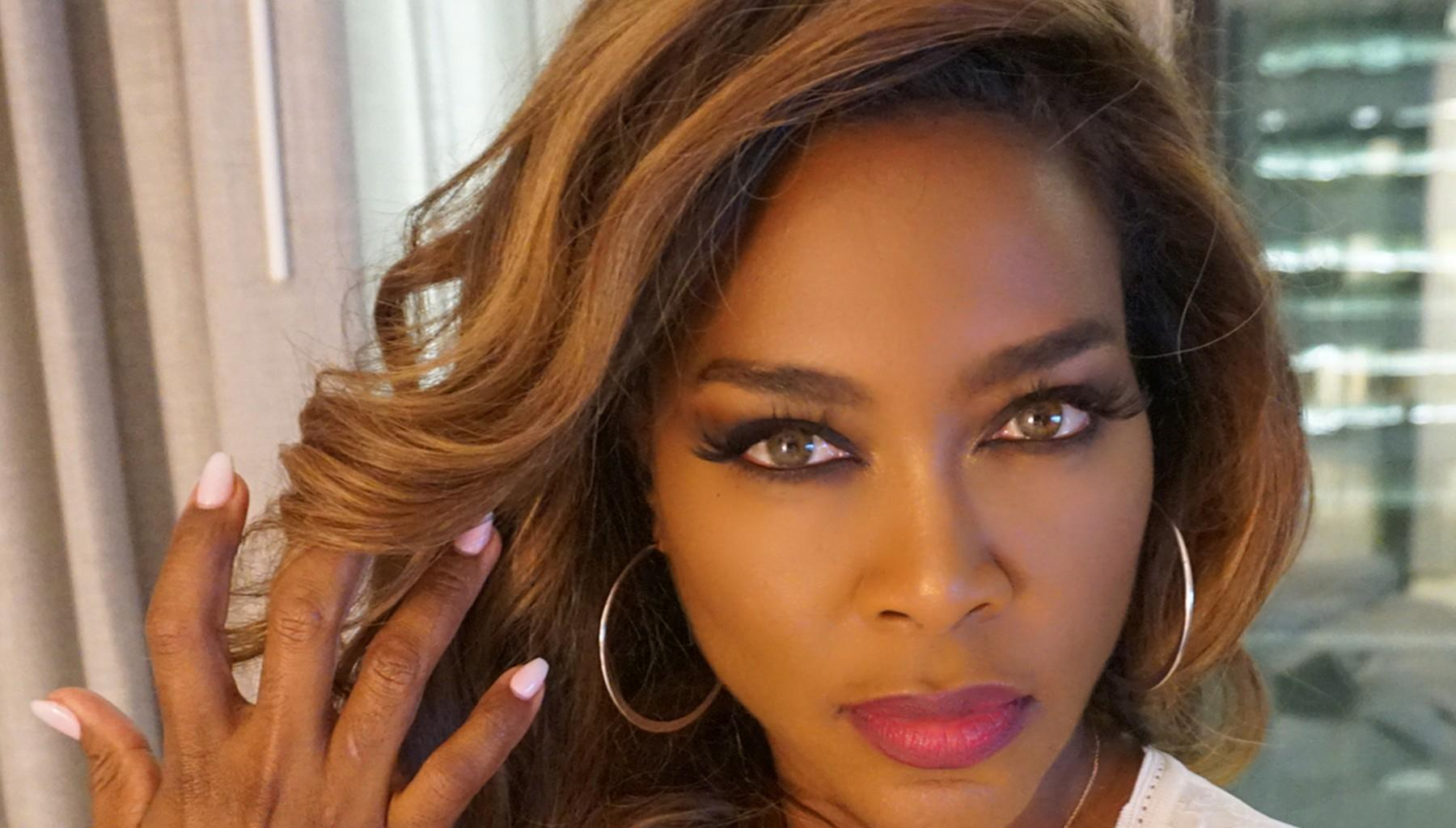 Kenya Moore Brings A Bit Of Sunshine To Lake Bailey - See The Gorgeous Photo