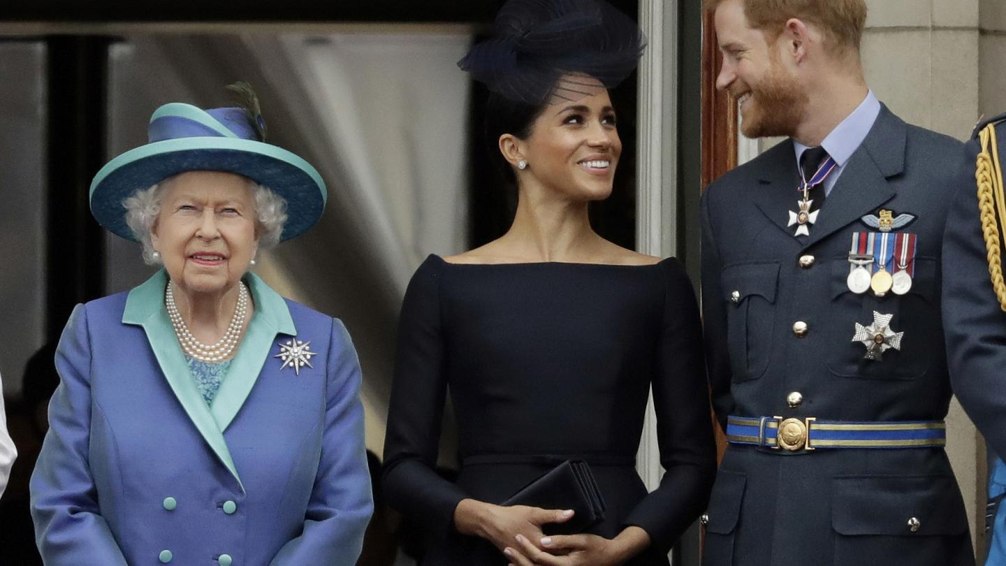 Queen Elizabeth Reportedly Shaded Harry, Meghan, And Archie During Christmas Broadcast On Purpose - Royal Author Says It Felt 'Deliberate!'