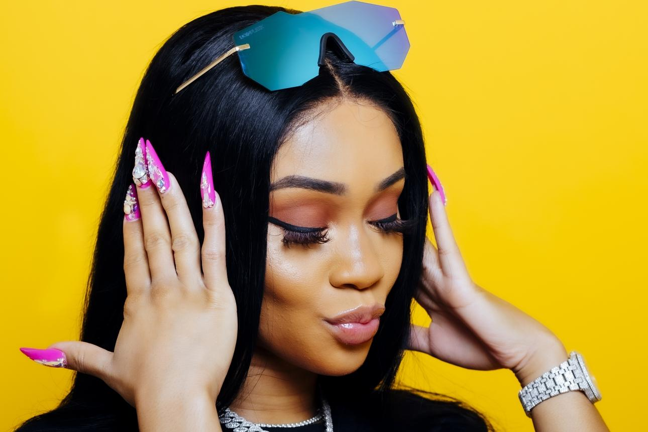 Saweetie Looks Drop-Dead Gorgeous In This Latest Clip - She's Flaunting Her Toned Body, Showing Off Her Best Assets