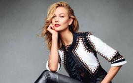 Pregnant Karlie Kloss Looks Gorgeous In Jacquemus Knit Dress — See The Look