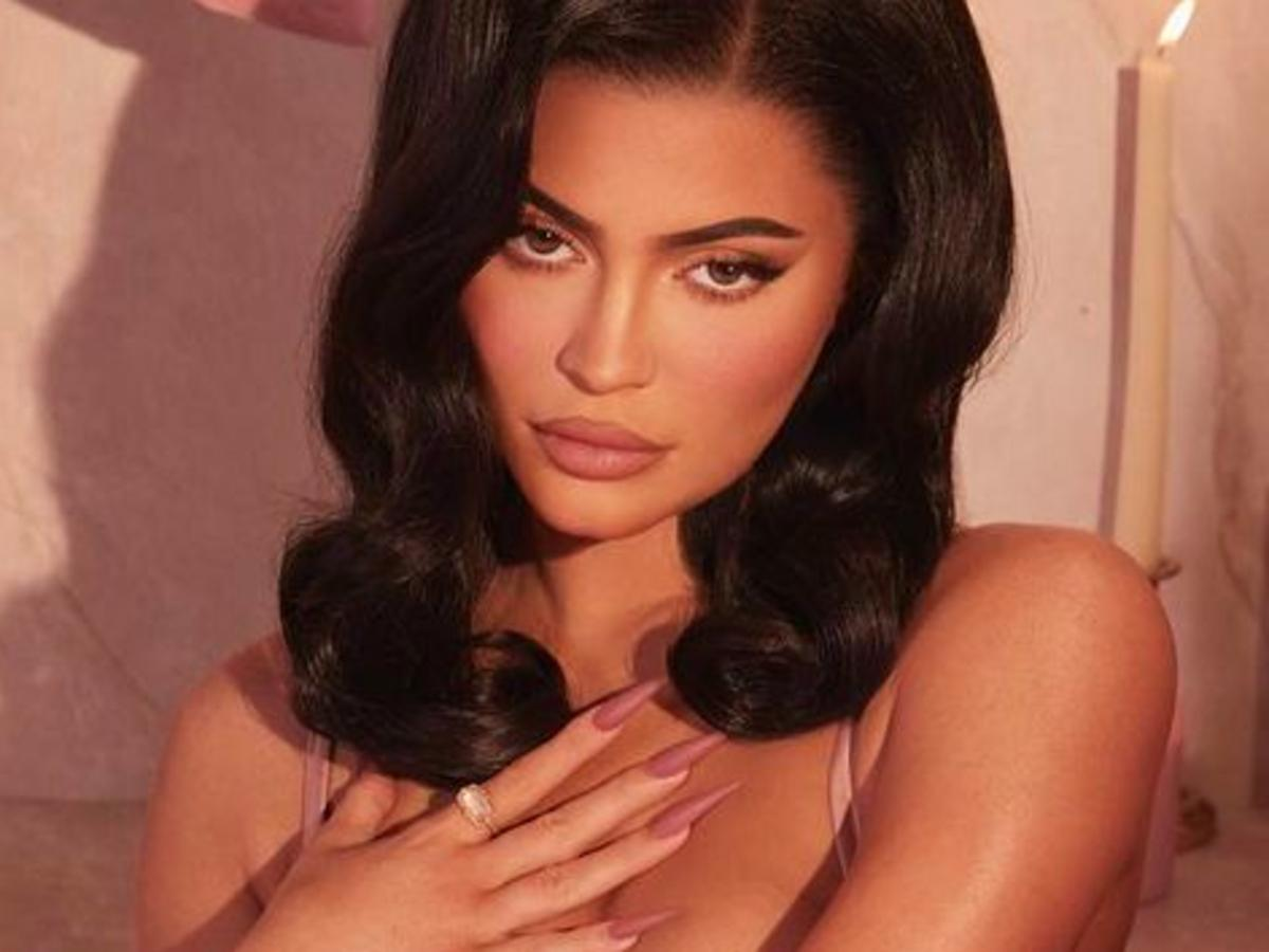 Kylie Jenner Flaunts Her Curves In Pink Lingerie And A Bath Full Of Rose Petals To Promote Her New Rose Bath Collection