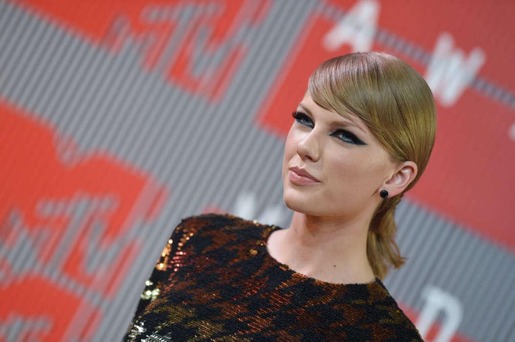 Taylor Swift Accuses Scooter Braun Of Trying To 'Silence' Her Post-Masters Feud
