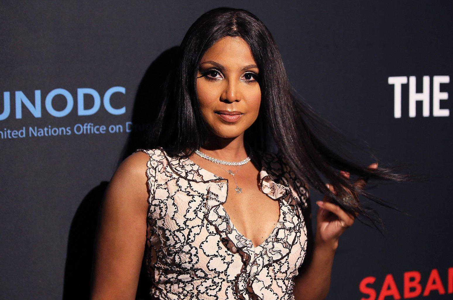 Toni Braxton Flaunts Her New Blonde Short Hair, While Rocking This Red Dress