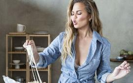 Chrissy Teigen Admits That She And John Legend Were Once Tricked Into Paying $13,000 For Cabernet
