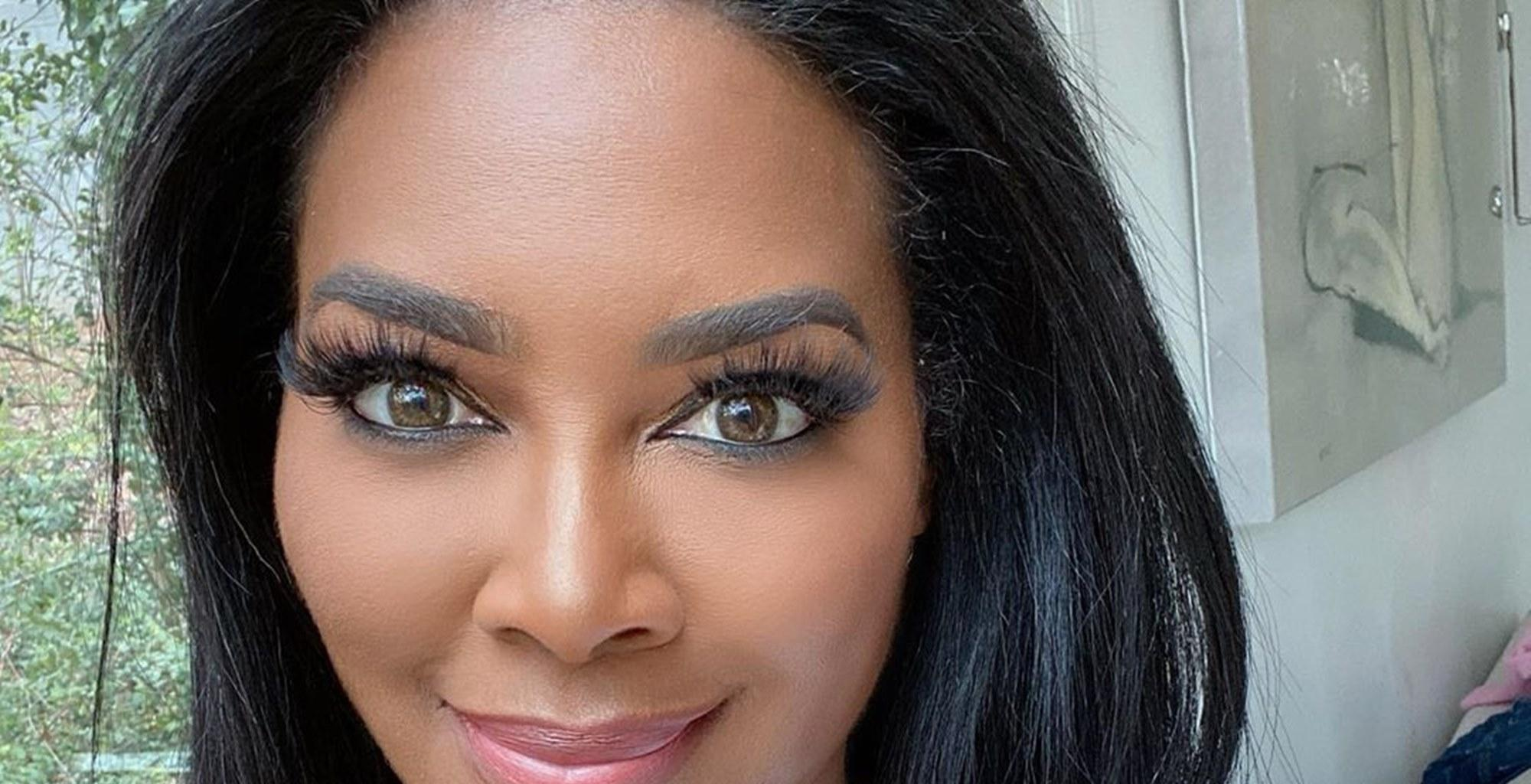 Kenya Moore Wishes A Happy Valentine's Day To Her Fans