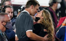 Gisele Bundchen And Tom Brady - Here's How She Feels About Him Not Retiring!