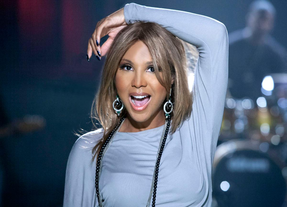 Toni Braxton Takes Fans Down The Memory Lane With This Hot Grammys Outfit