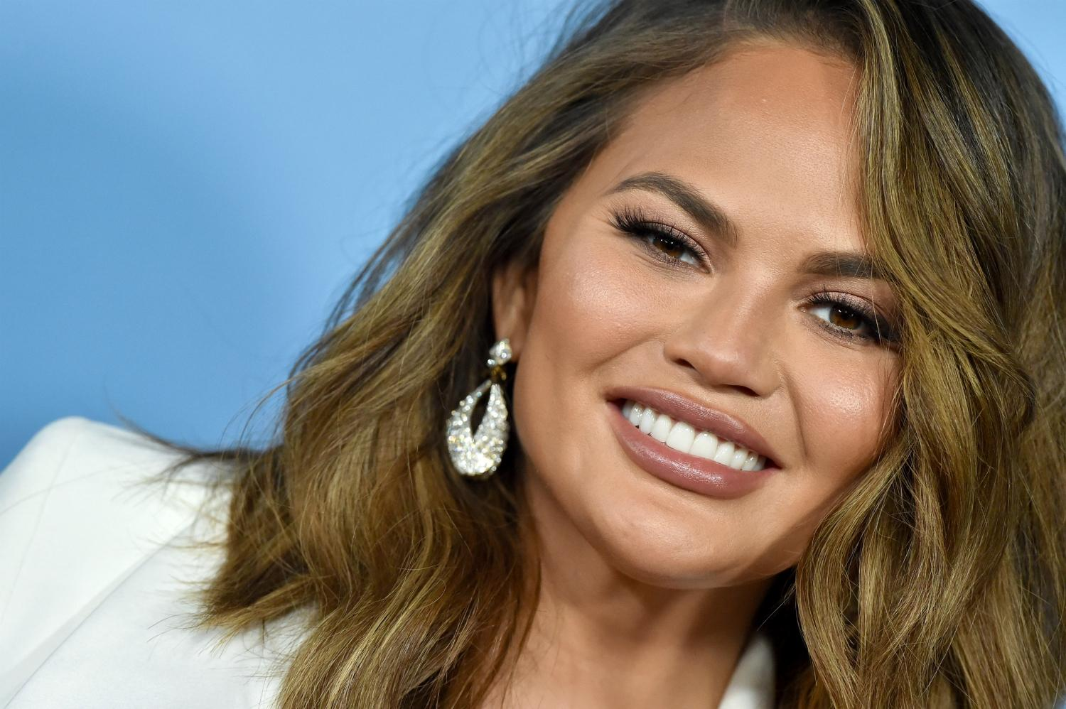 Chrissy Teigen Deletes Her Twitter - Check Out Her Final Message!
