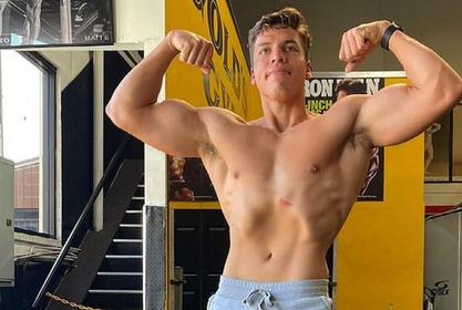 Joseph Baena Twins With Dad Arnold Schwarzenegger In New Body Building Photos