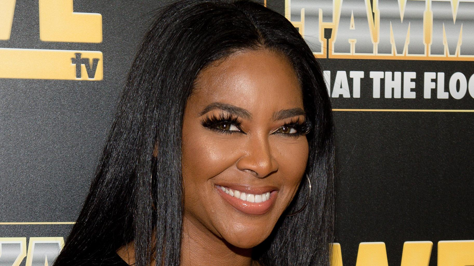 Kenya Moore Loves To Travel In Style - See Her Outfit