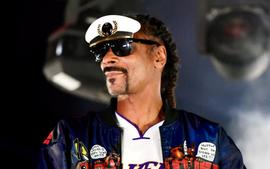 Snoop Dogg Spends Time With His Grandbabies