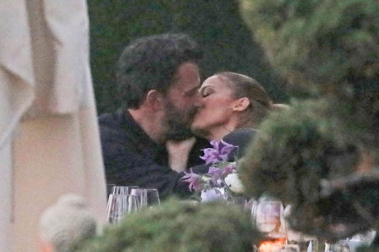 Jennifer Lopez and Ben Affleck Pack PDA During Outing with Their Kids Amid Reunion Reports!