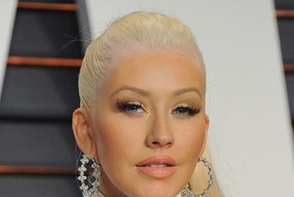 Christina Aguilera Looks Gorgeous In Sweatpants And A Curve-Hugging Top!
