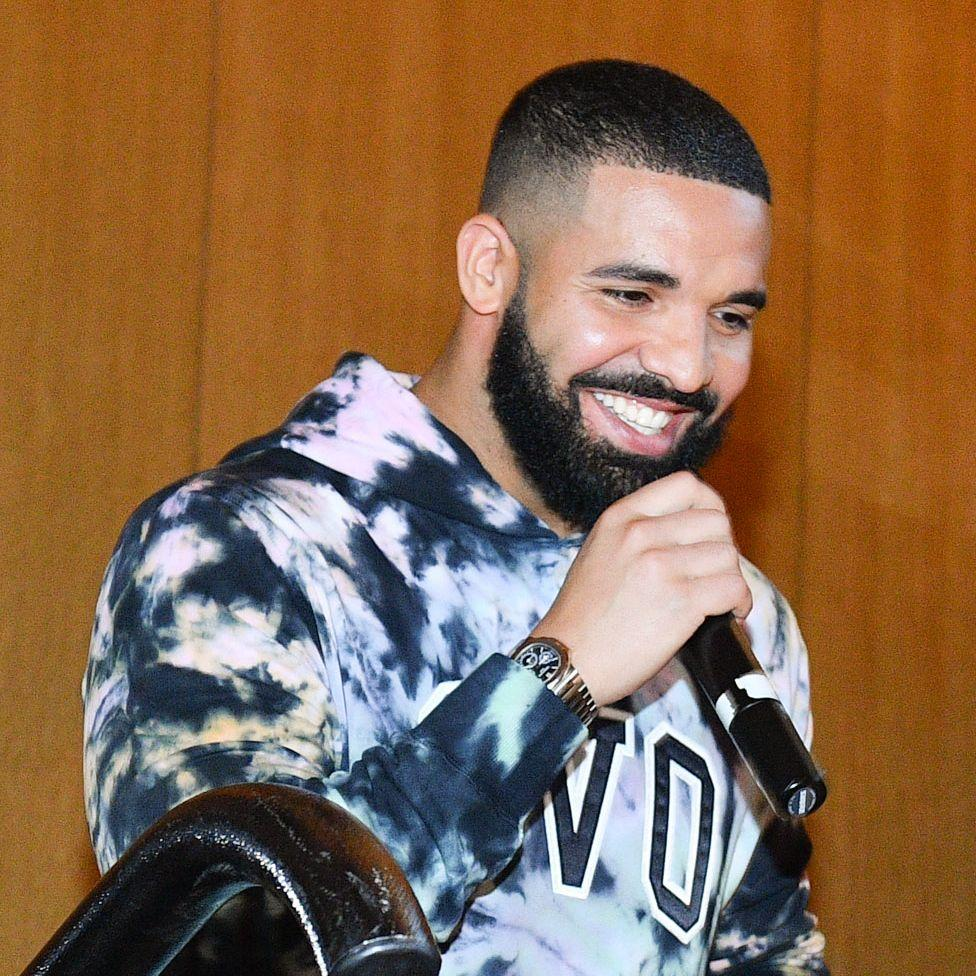 Drake Was Spotted Having A Private Dinner For Two - See The Footage
