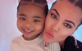 KUWTK: Khloe Kardashian And Her Mini-Me Cutely Dance In Front Of A Massive Mirror In Matching Outfits!
