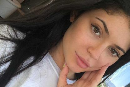 KUWTK: Kylie Jenner Looks Naturally Beautiful With No Makeup On And All Sweaty After Intense Workout - Video!